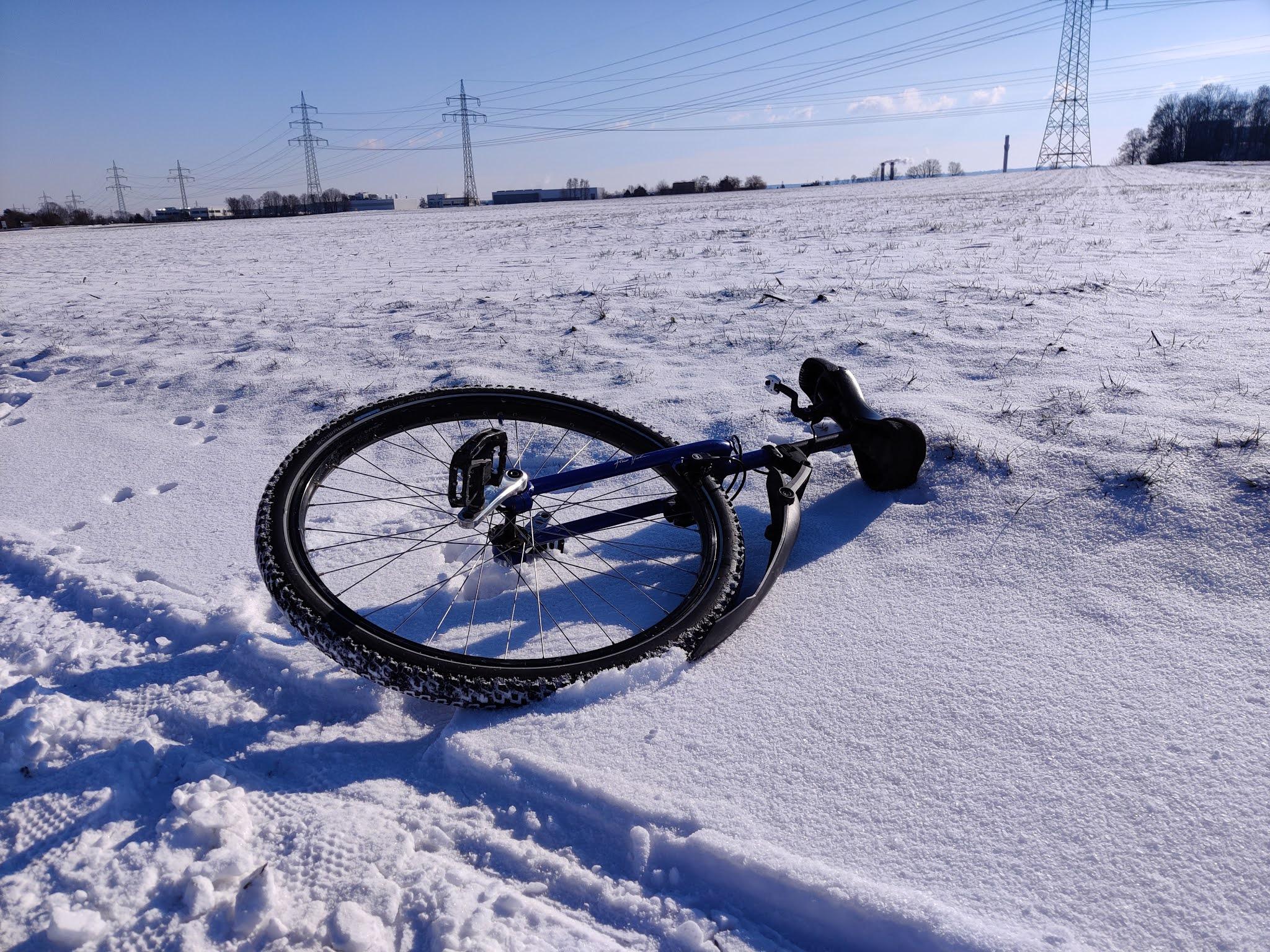 Einrad im Schnee
